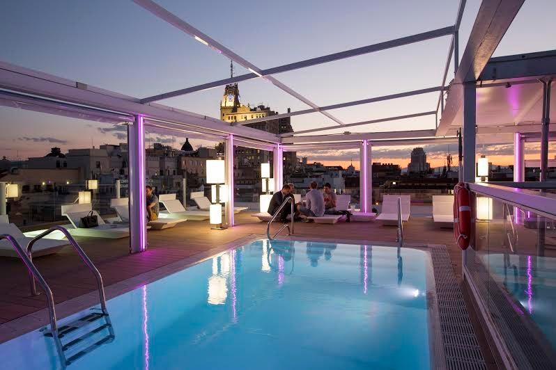 Cocinatis picotear en una piscina en el cielo de madrid for Piscina climatizada madrid
