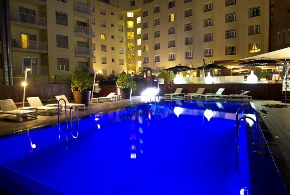Cocinatis picotear en una piscina en el cielo de madrid for Que precio tiene hacer una piscina