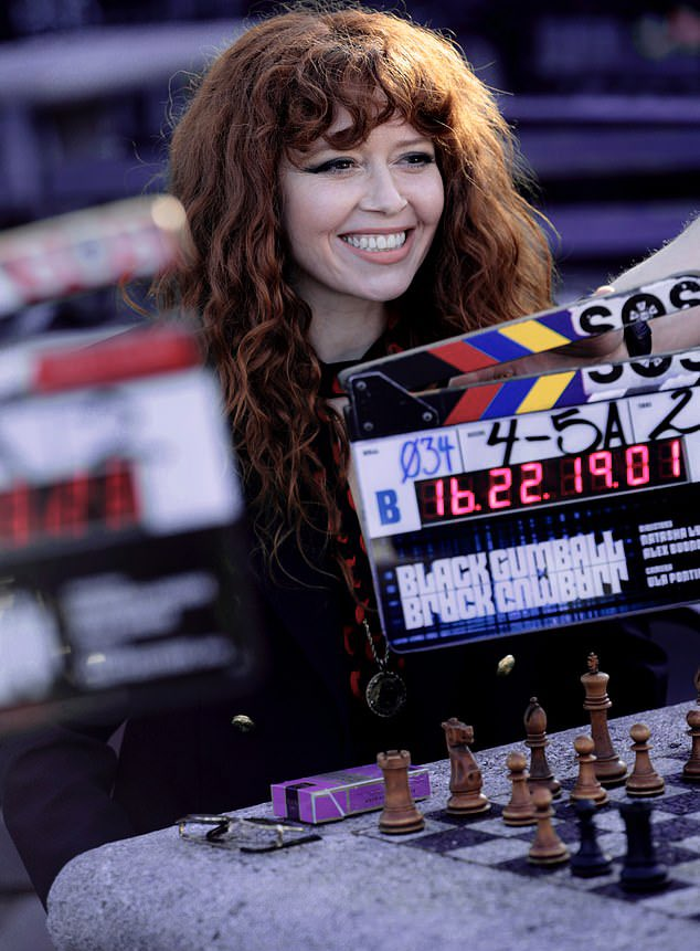 Natasha Lyonne es Nadia Vulvokov en 'Muñeca rusa'.